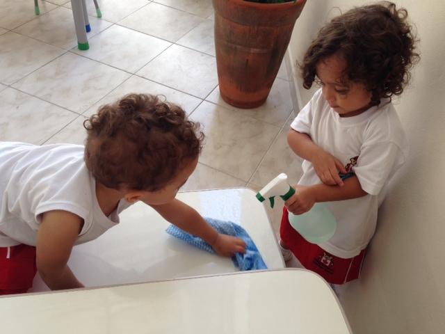 Limpando a mesa