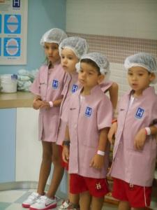 Cuidamos de bebês recém nascidos e aprendemos um pouco sobre o trabalho do Enfermeiro...