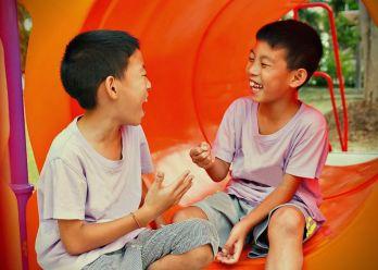 criancas-brincando-jokenpo